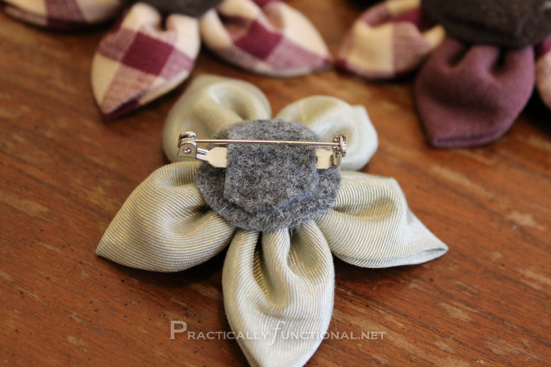 Fabric flower tutorial: Pin Back