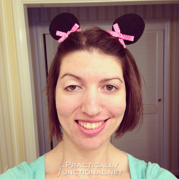 Make your own Minnie Mouse ear hair clips - Great for any trip to Disney, whether you're a kid or an adult!