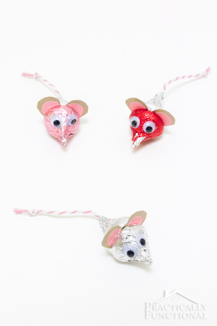 DIY Valentine's Day Hershey's Kisses Mice, quick and easy kid's craft for Valentine's Day!
