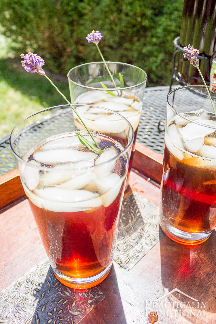 Lavender Iced Tea Recipe: Perfect refreshing, summery drink, and easy to make in large batches!