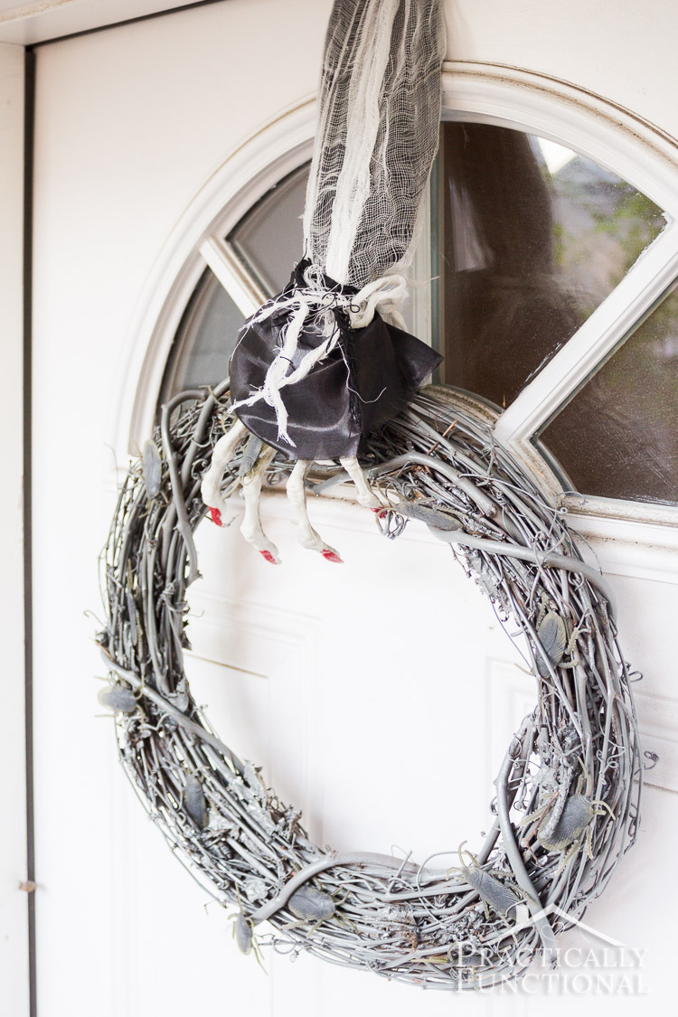 make your own diy halloween wreath with creepy crawlies that glow in the dark