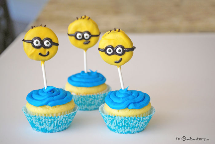 Easy Minions Cupcakes