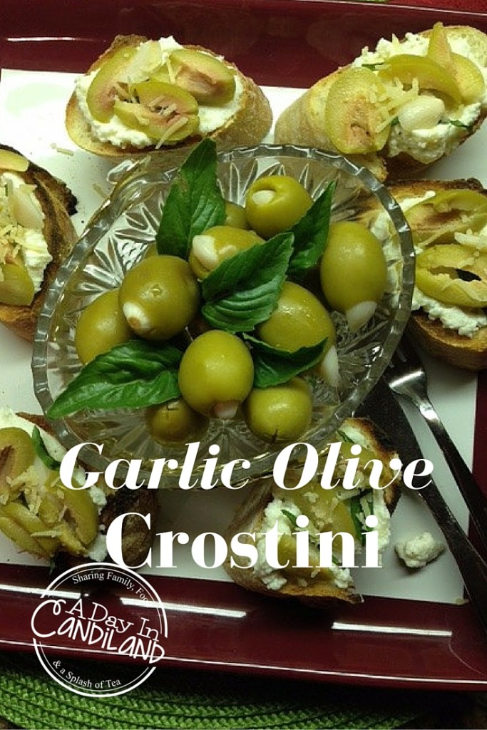 Garlic Olive Crostini - and 11 other delicious Christmas party appetizers!