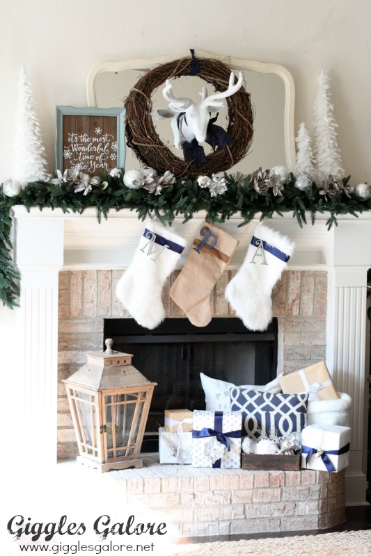Handmade Holiday Christmas Mantel Decorating Ideas - and 13 other great Christmas projects!
