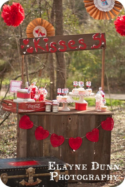 Valentine's Day Kissing Booth - and 18 other fun Valentine's Day crafts!