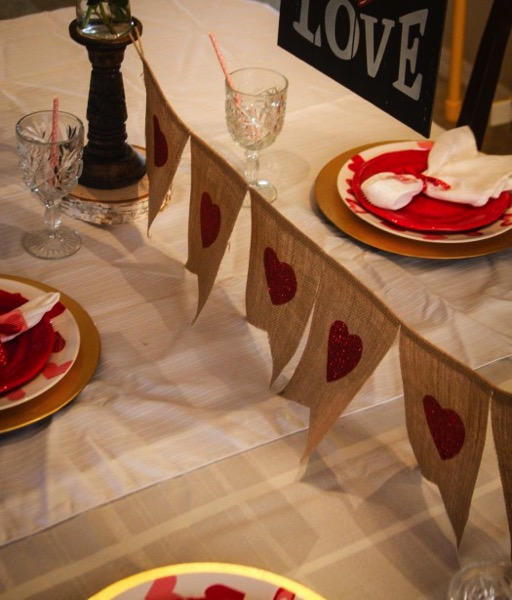 Easy Valentine Dinner Table - and 18 other fun Valentine's Day crafts!