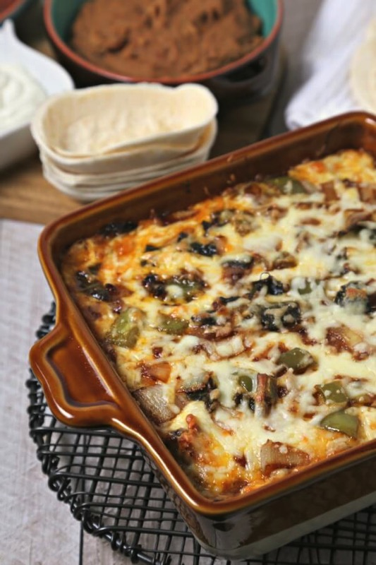 Chicken Fajita Queso Fundido - and 17 other delicious game day appetizer recipes!
