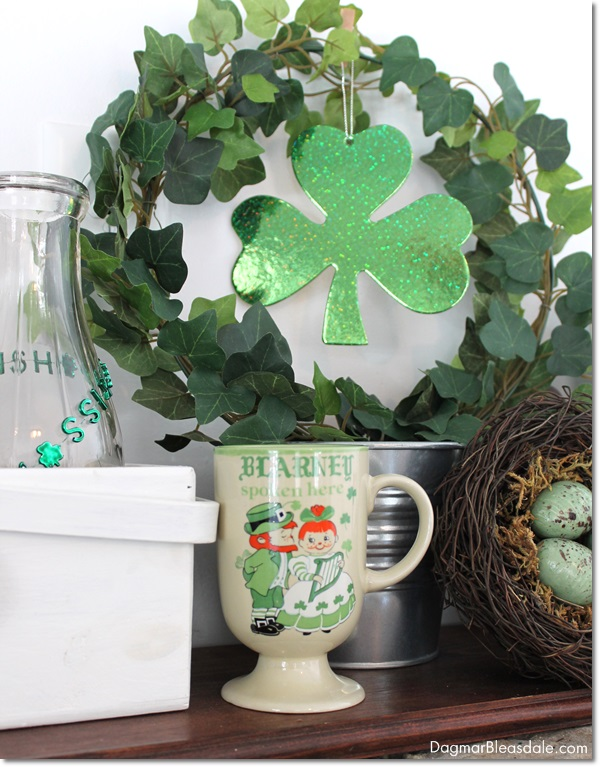 St. Patrick's Day mantel decor - and 16 other fun St. Patrick's Day projects!