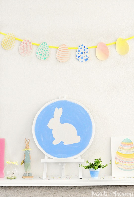 Pastel Easter mantel vignette - and 14 other awesome Easter crafts!