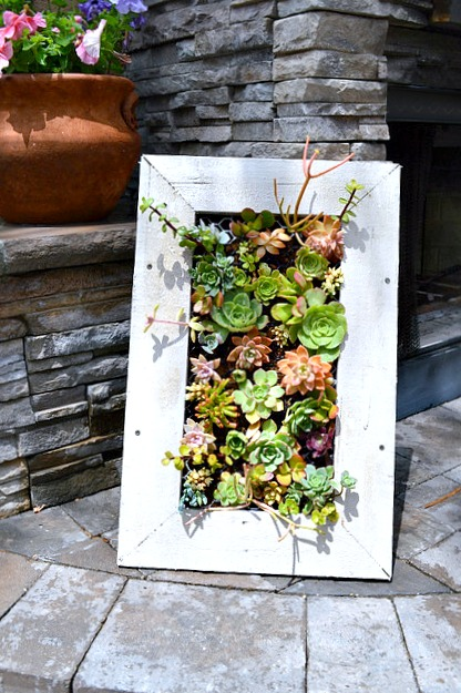 Great step by step tutorial on how to make a succulent planter - and 13 other simple DIY outdoor weekend projects!