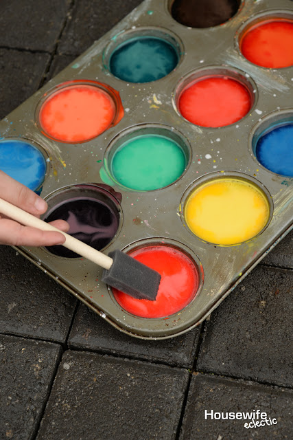 Homemade Sidewalk Chalk Paint - and 13 other simple DIY outdoor weekend projects!