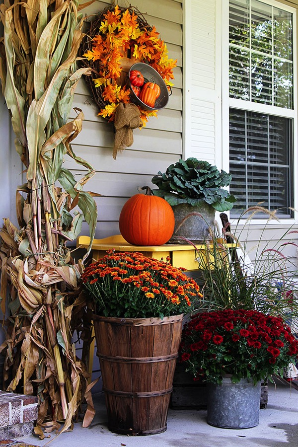 Fall farmhouse decor - and 9 other gorgeous fall porch ideas!