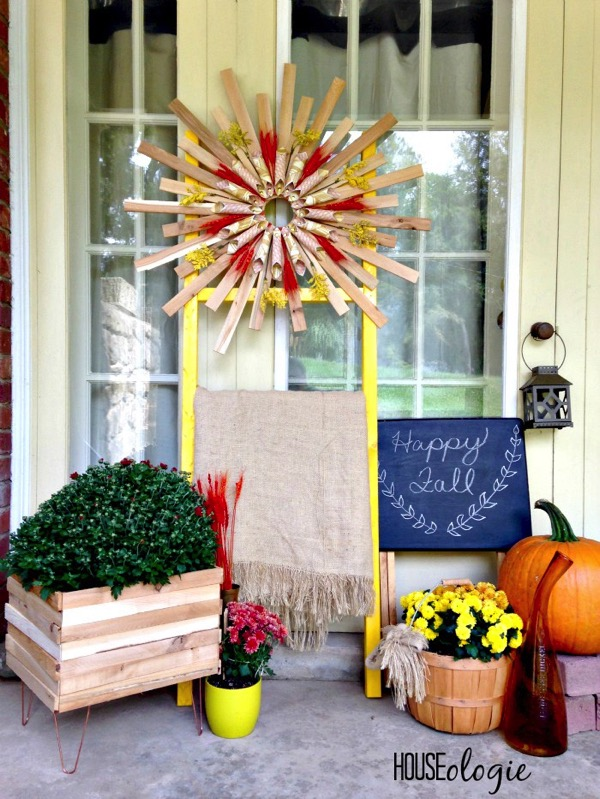 Fall front porch - and 9 other gorgeous fall porch ideas!