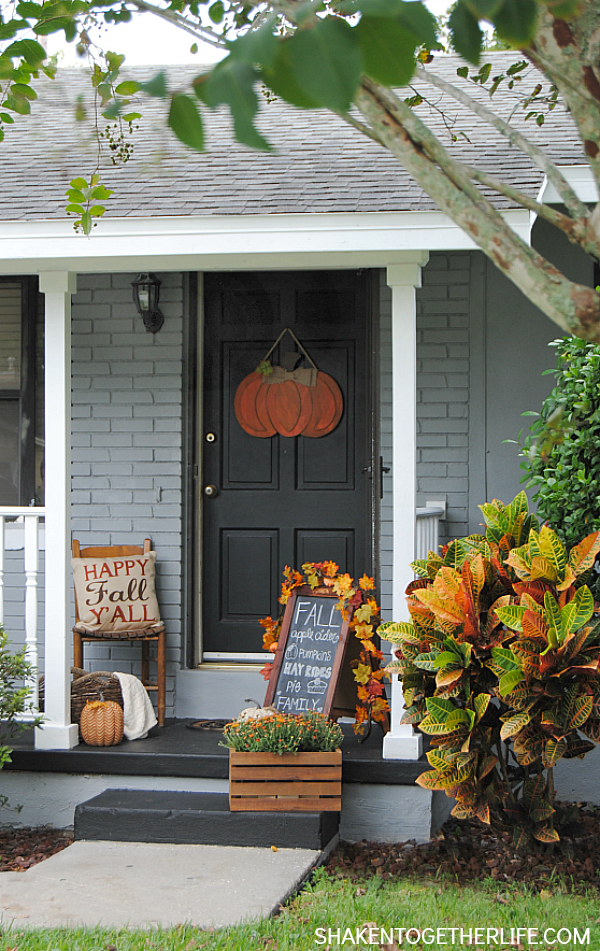 10 fall porch ideas - Fall decorating ideas for front porch ...