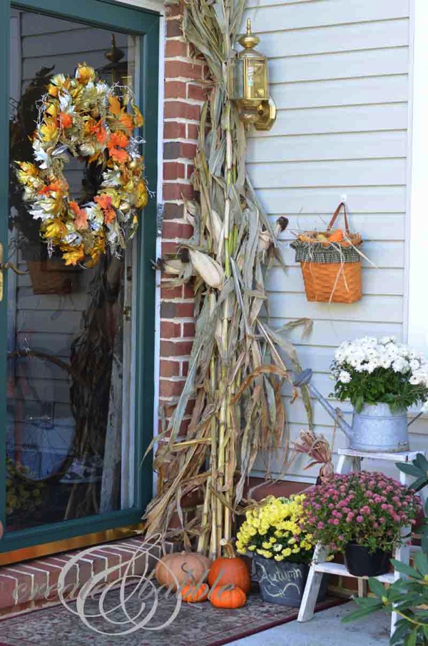 Fall porch - and 9 other gorgeous fall porch ideas!