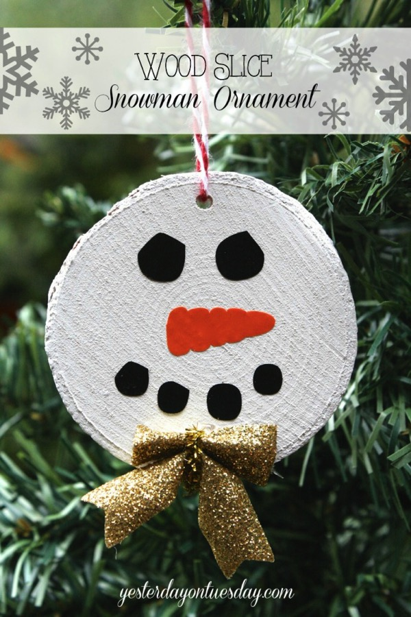 Wood Slice Snowman Ornament - and 12 other handmade Christmas ornaments using vinyl!