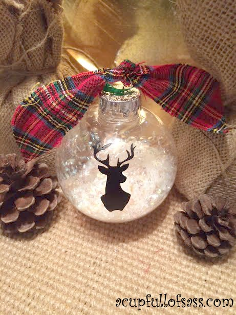 Silhouette Deer Head Ornament - and 12 other handmade Christmas ornaments using vinyl!
