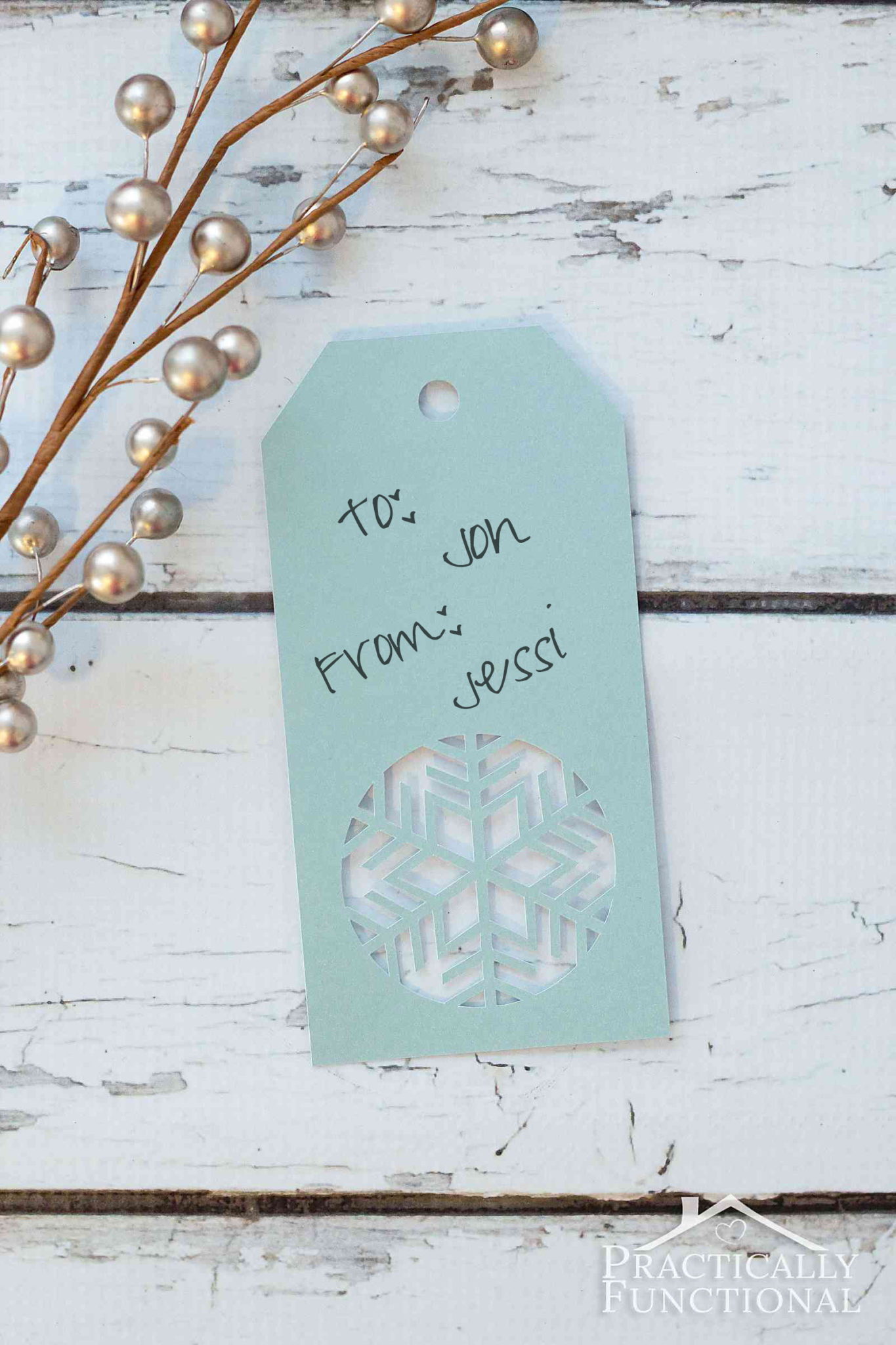 Love these handmade snowflake Christmas gift tags! Get the free cuttable file or free printable PDF template from practicallyfunctional.com here!