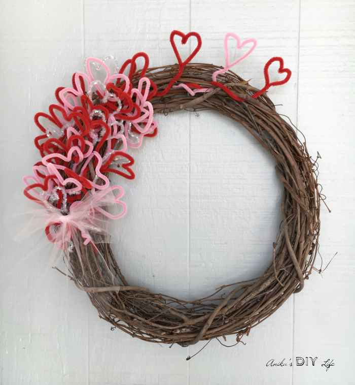Easy DIY Valentines Wreath Under $5 - and 19 other fun valentines crafts!
