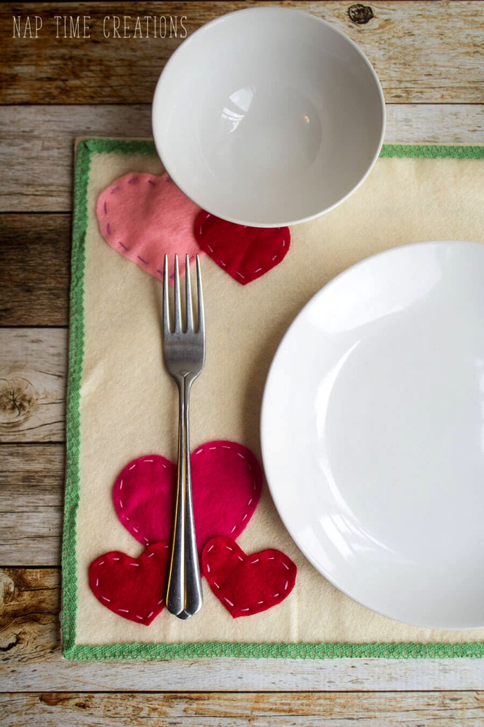 Valentines Felt Placemat - and 19 other fun valentines crafts!